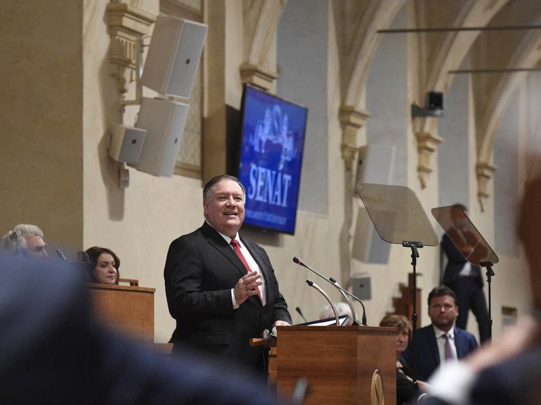 Americký ministr zahraničí Mike Pompeo navštívil Česko.