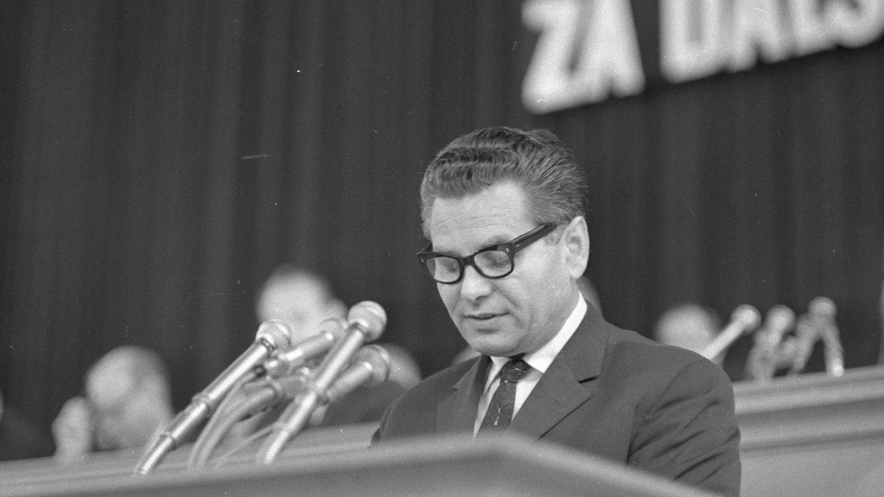 """Architekt neuskutečněné reformy.Experiment """"třetí cesty"""" propagovaný ekonomem Otou Šikem byl znemožněný sovětskou invazí před 53 lety."""
