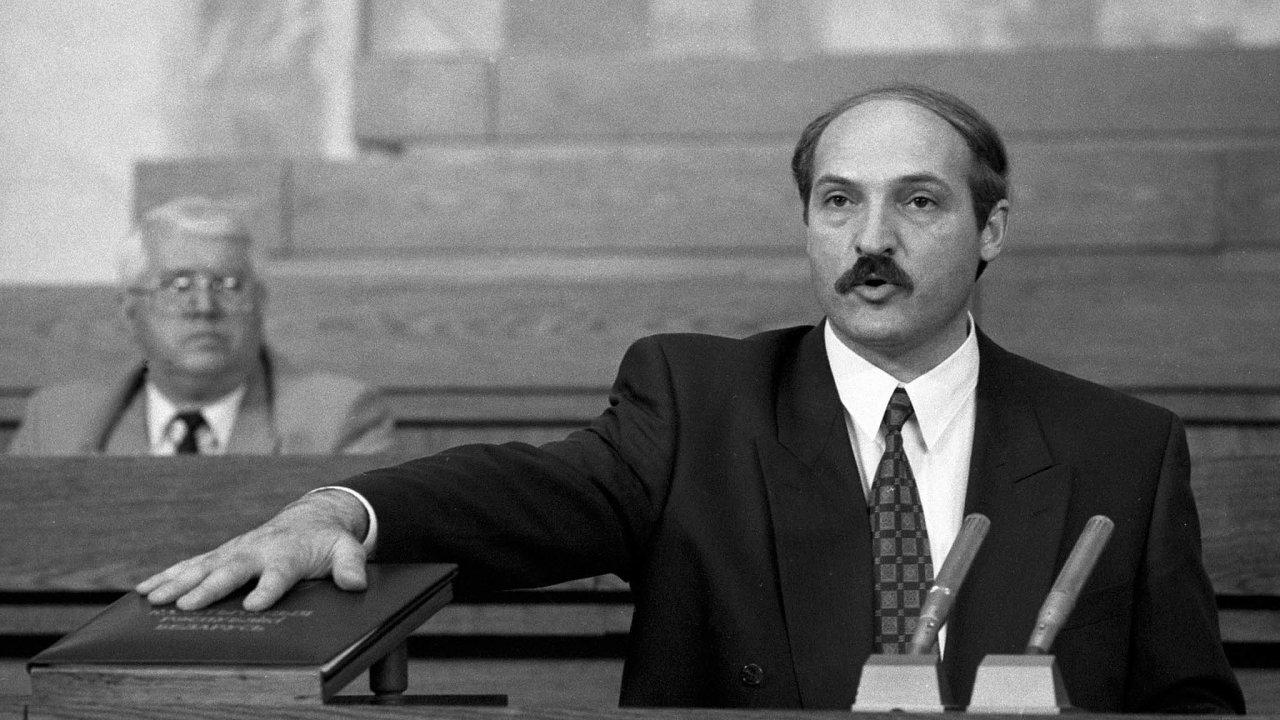 Byla to velká naděje pro mnoho Bělorusů. Když vroce 1994 skládal Lukašenko svůj první prezidentský slib, vypadalo to, že právě on může vyvést zemi zkrize.
