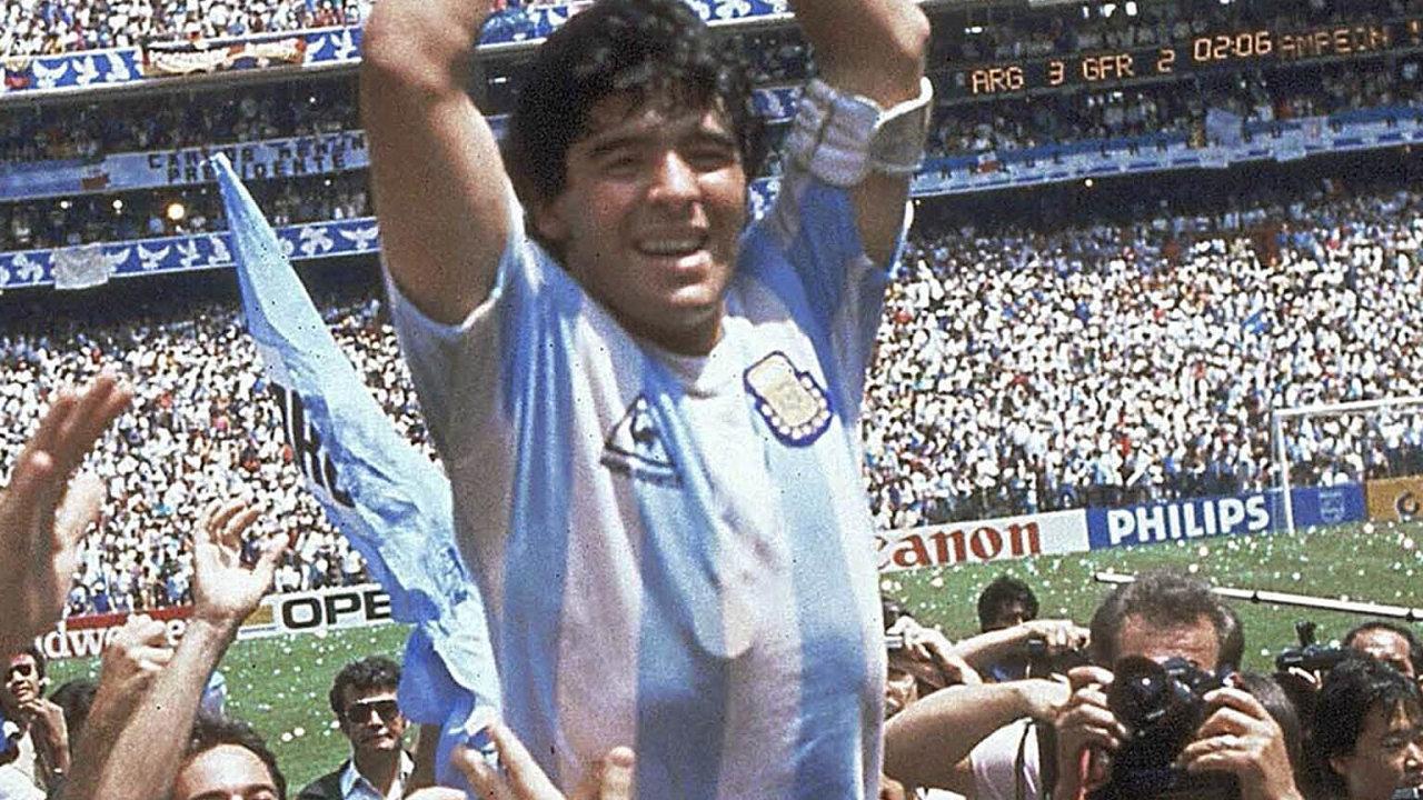 Zemřel fotbalový idol Diego Maradona, podlehl infarktu.