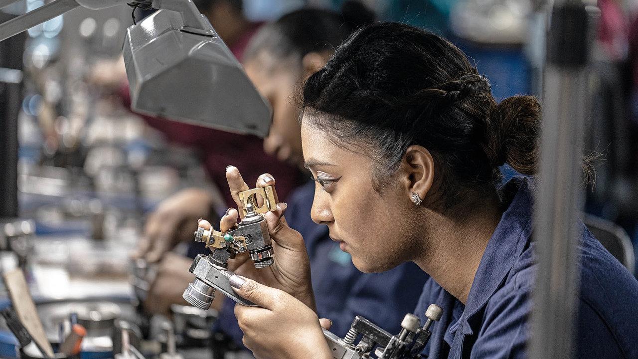 Pouze 0,04 procenta ze všech nalezených surových diamantů nasvětě splňuje standardy Tiffany. Právě ty poté zamíří do dílny v Antverpách, kde se roztřídí podle velikosti, barvy a čistoty.