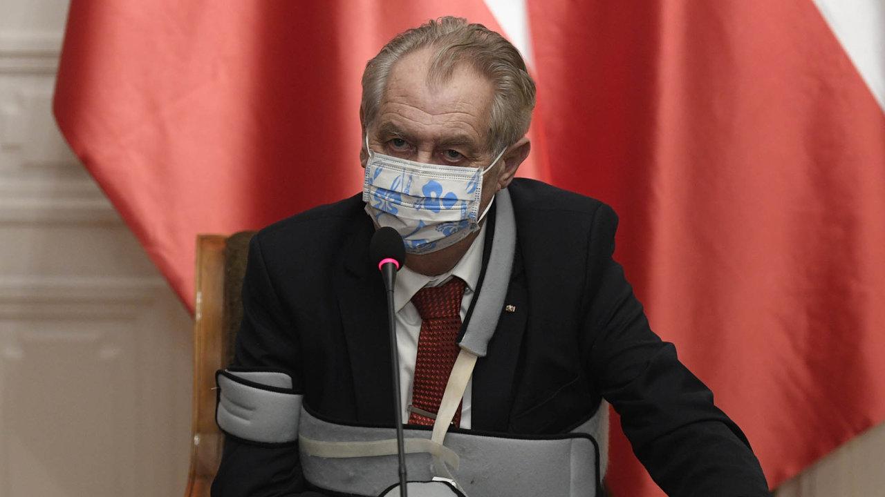 Poslanci požadují, aby prezident Miloš Zeman vysvětlil, co zamýšlel, když nepodepsal návrh daňových změn amísto toho ho vpondělí vrátil Poslanecké sněmovně.