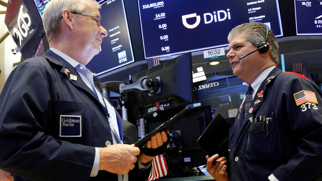 Alternativní taxislužba Didi úspěšně vstoupila na burzu NYSE, kvůli zásahu čínského regulátora NYSE teď ale její akcie padají.