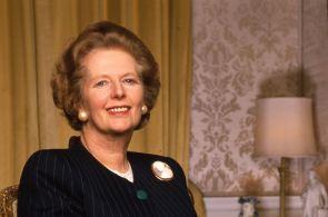 Kus historie na prodej: Slavné kostýmky Margaret Thatcherové jdou do dražby