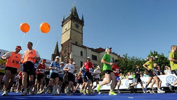 Start loňského maratonu na Staroměstském náměstí