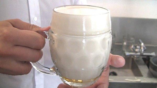 Pivo čepované na mlíko.