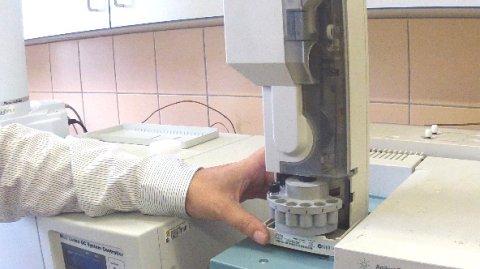 Testování metanolu v alkoholických nápojích.
