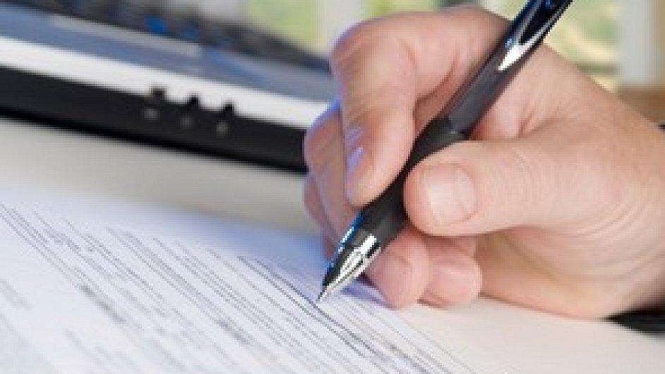 První stovky lidí podepsaly smlouvy o spoření na důchod v nových fondech.