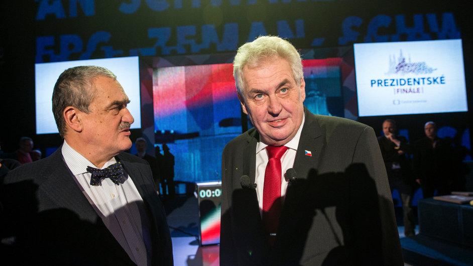 Karel Schwarzenberg (vlevo) a Miloš Zeman (vpravo)