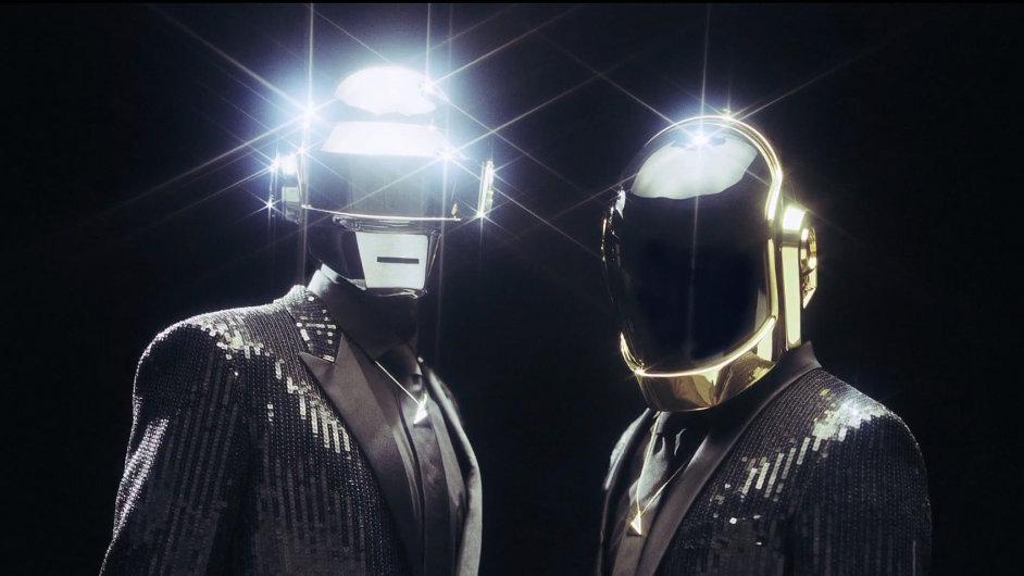 Novému albu Daft Punk se daří i v Česku.