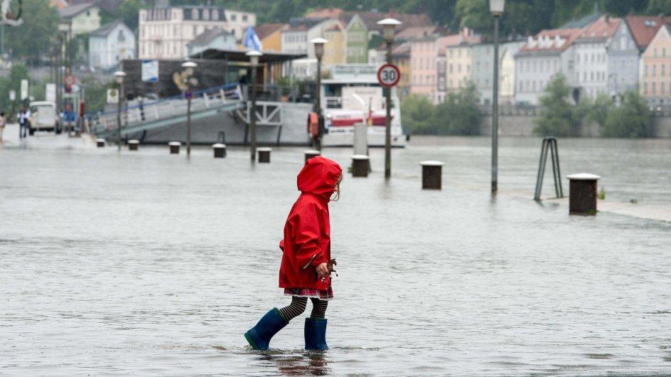 Zaplavené nábřeží v německém Pasově