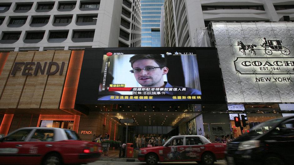Hongkong nechal Snowdena odletět. USA tím