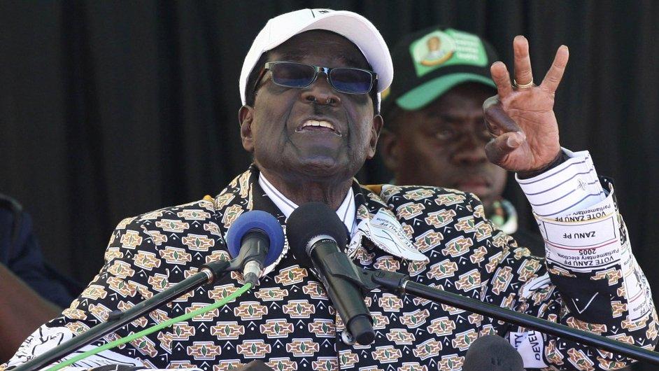 Robert Mugabe na předvolebním mítinku