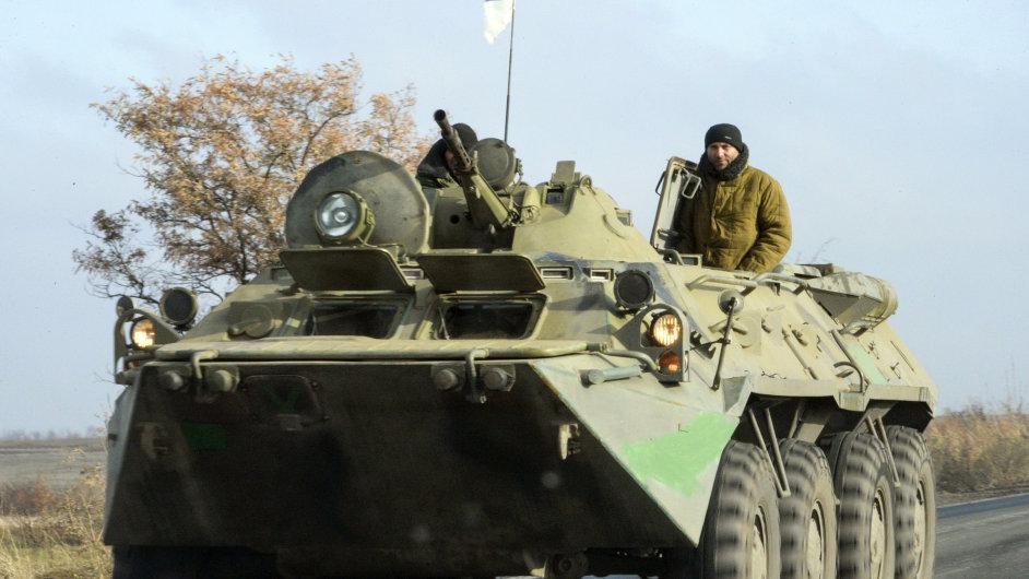 Proruští separatisté vyvěsili na vůz ruskou vlajku.