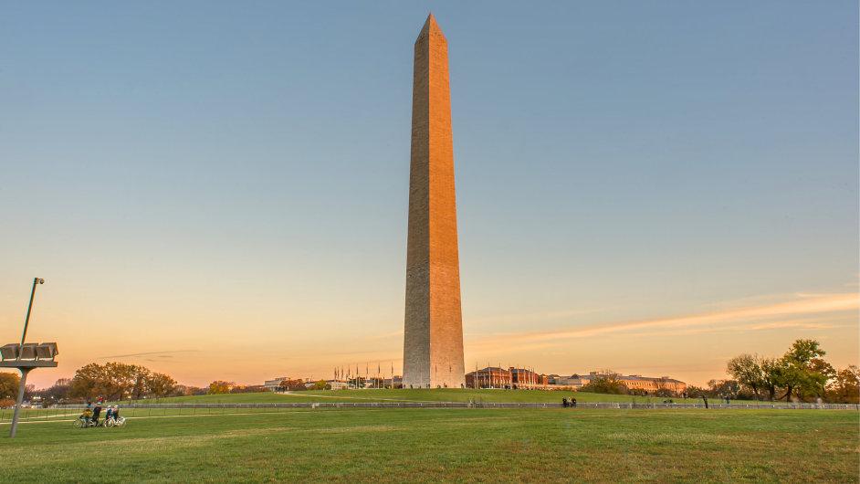 Téměř 170 metrů vysoký mramorový obelisk byl postaven na počest prvního amerického prezidenta George Washingtona.