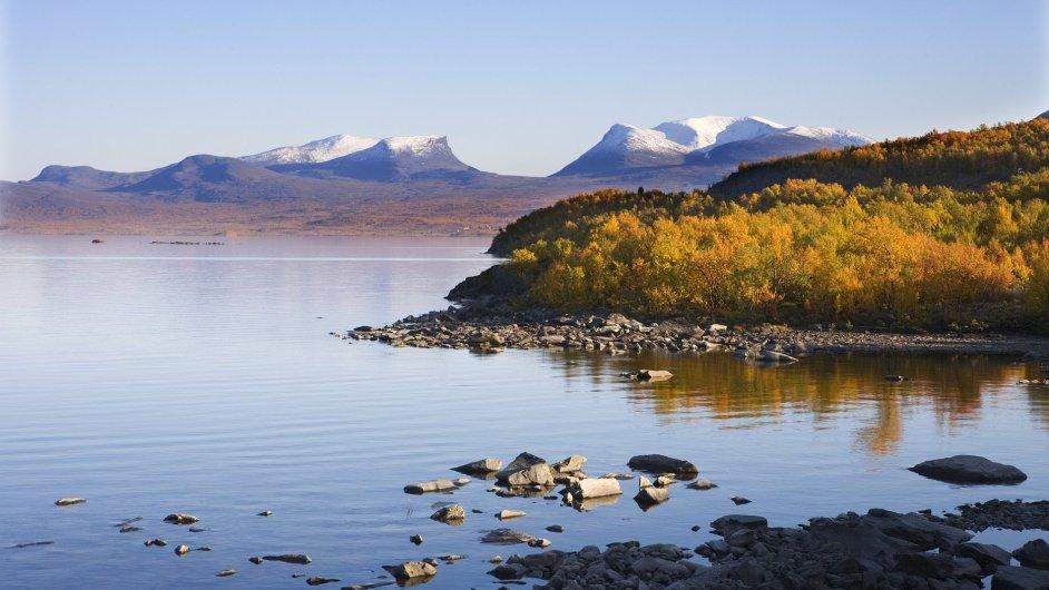 Národní park Abisko ve Švédsku se nachází asi 200 km severně od Severního polárního kruhu.