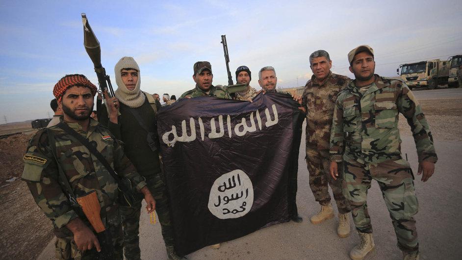 Základna se mění. Zahraničních bojovníků v IS přibývá a jejich vliv roste.