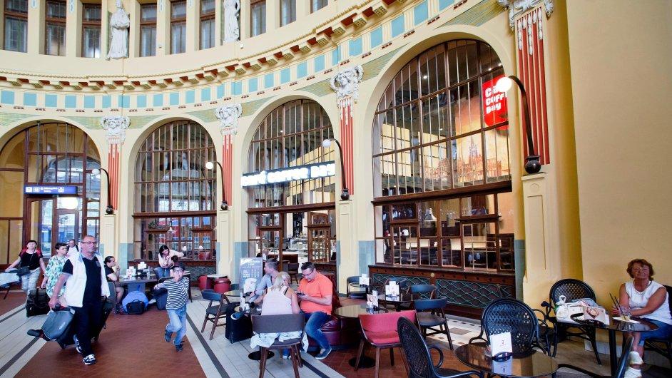 Fantova kavárna na hlavním nádraží v Praze čekala na nového nájemce od své rekonstrukce v roce 2013.