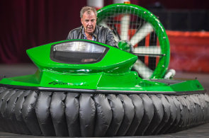 Z Grand Tour Jeremyho Clarksona dýchá vtip i luxus. Vyhazov z BBC mu prospěl