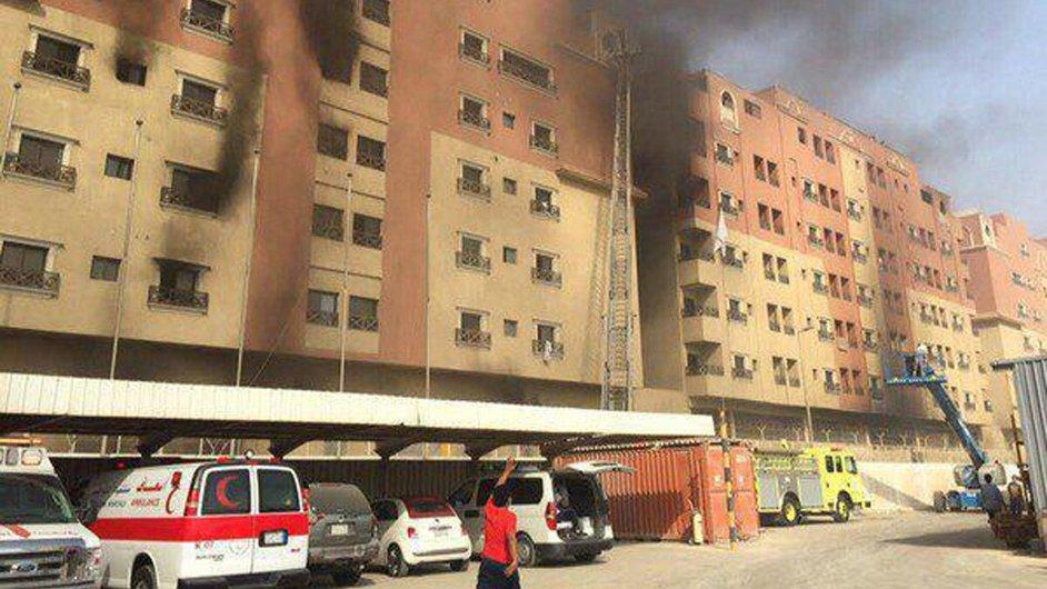 Ubytovna v Chobaru na východě Saúdské Arábie hoří.