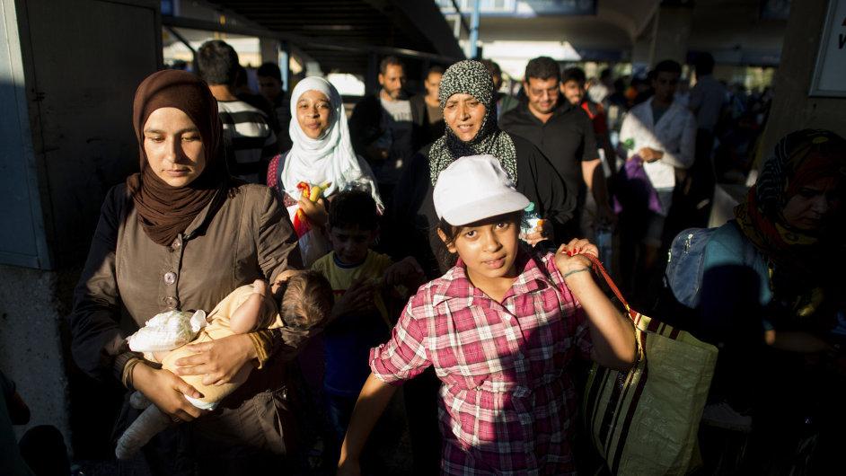 Uprchlíci, kteří přijeli vlakem z Budapešti do Vídně - Ilustrační foto.