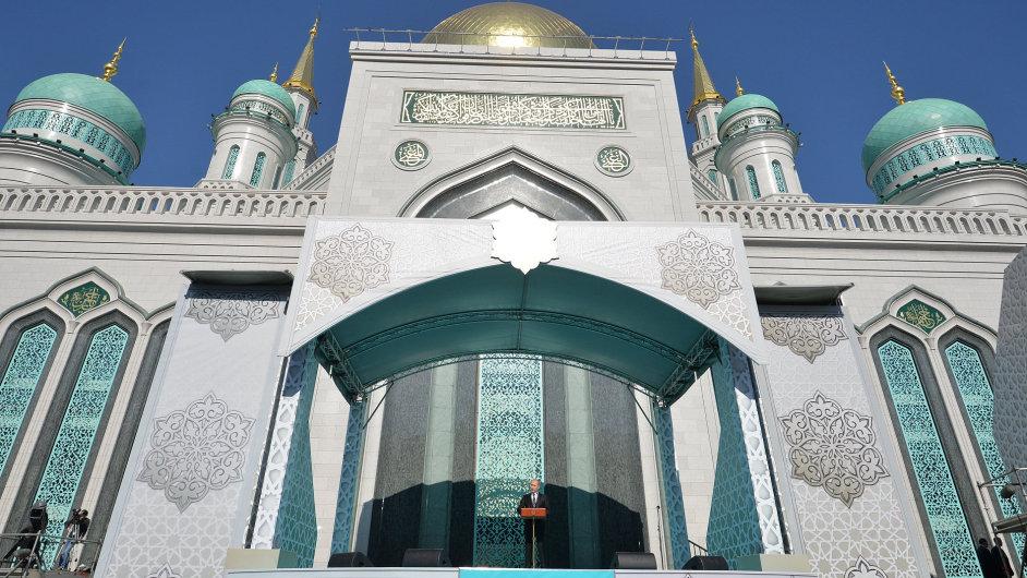 Vladimír Putin během projevu při otevření mešity v Moskvě.