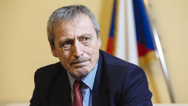 Ministr obrany Martin Stropnický situaci odmítá komentovat.