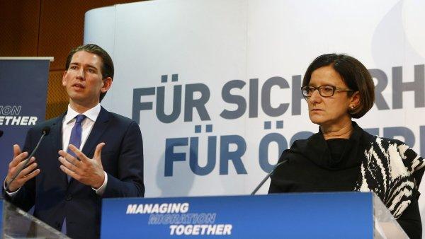 Na konferenci k migraci diskutovali i rakouský ministr zahraničí Sebastian Kurz (vpravo) a jeho kolegyně z ministerstva vnitra Johanna Mikl-Leitnerová.