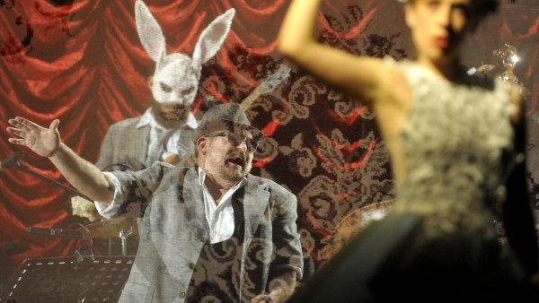 Snímek ze zkoušky představení Pěna dní v Klicperově divadle