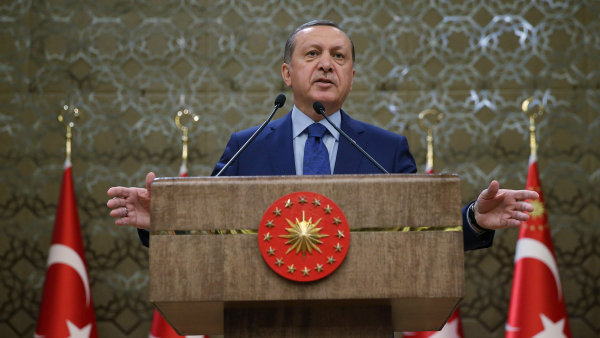 Turecko prudce zvýšilo cla na americká auta, alkohol nebo tabák. Chce také bojkotovat elektroniku včetně iPhonů