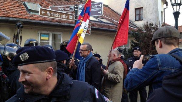 Mezi demonstrujícími byl i Miroslav Kalousek.