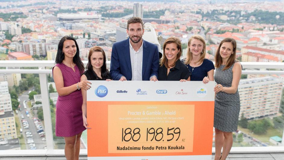 Nasnímku zleva Petra Zenáhlíková,Aneta Jiroutová, Petr Koukal, Markéta Kývalová, Katarína Kollárová a Stanislava Murcková.