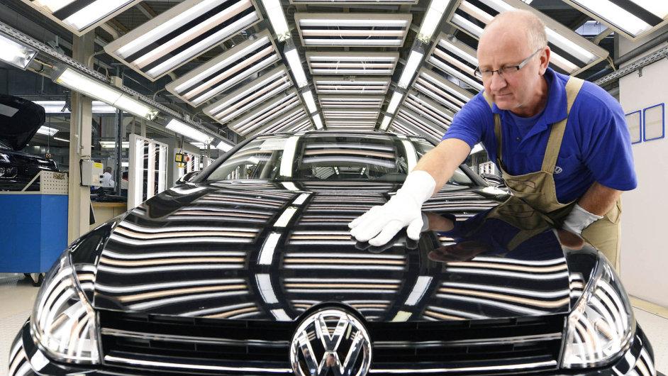 Výroba modelů Passat a Golf ve Wolfsburgu stojí.