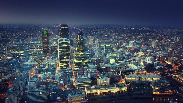 Kroky britsk� vl�dy znerv�z�uj� banky v lond�nsk�m City. Pl�nuj� odchod, ve h�e je Frankfurt, Pa�� i New York