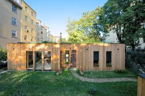 Pasivní domy v přírodě i uprostřed Prahy. Originální stavby se zelenou střechou šetří vodu i energii na vytápění