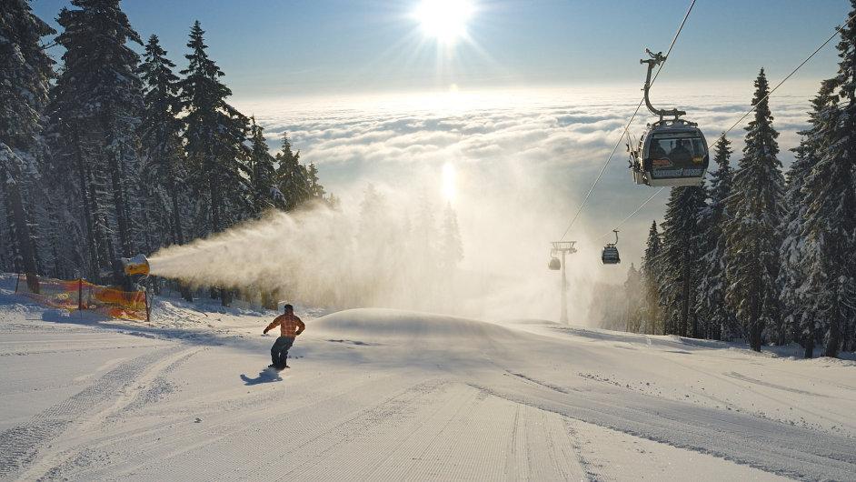 Nejdelší sjezdovka na Černé hoře měří přes 3 km.