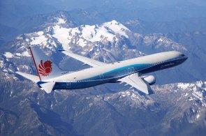 Boeing 737 slaví padesátku. Doletem i počtem míst k sezení dávno překonal původní plány