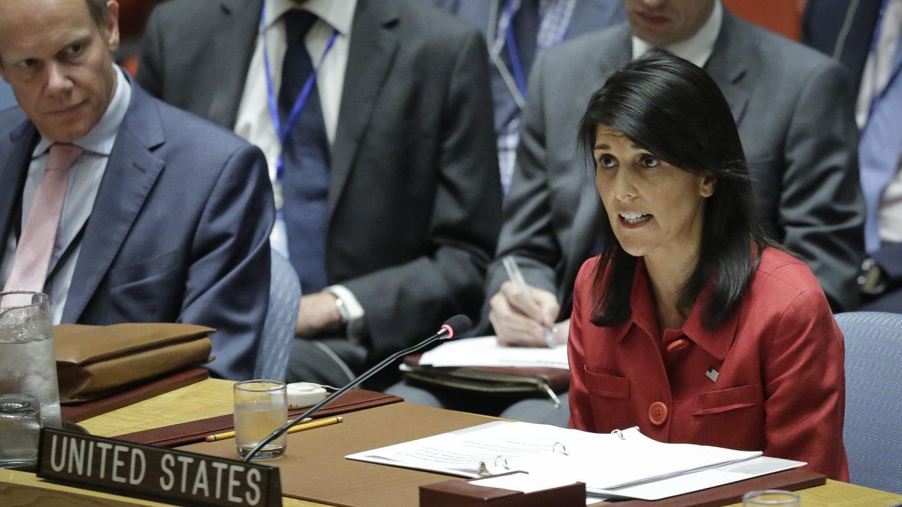 Americká velvyslankyně pro OSN Nikki Haley během svého projevu na Radě bezpečnosti.
