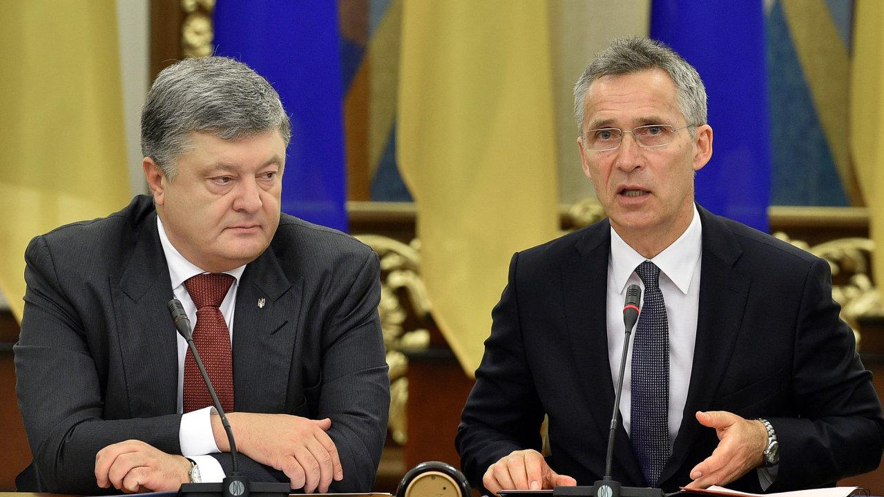 KIE06 UKRAINE NATO STOLTENBERG 0710 11