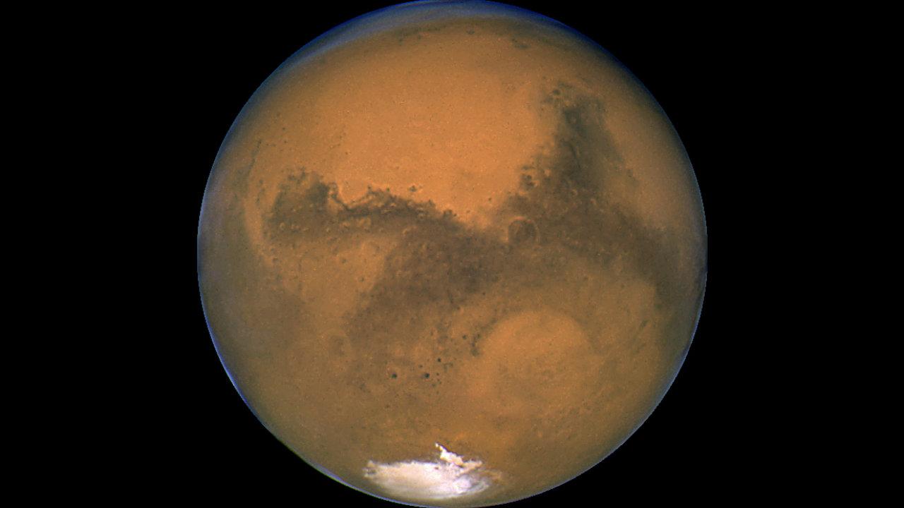 K rudé planetě v neděli dorazí další družice.