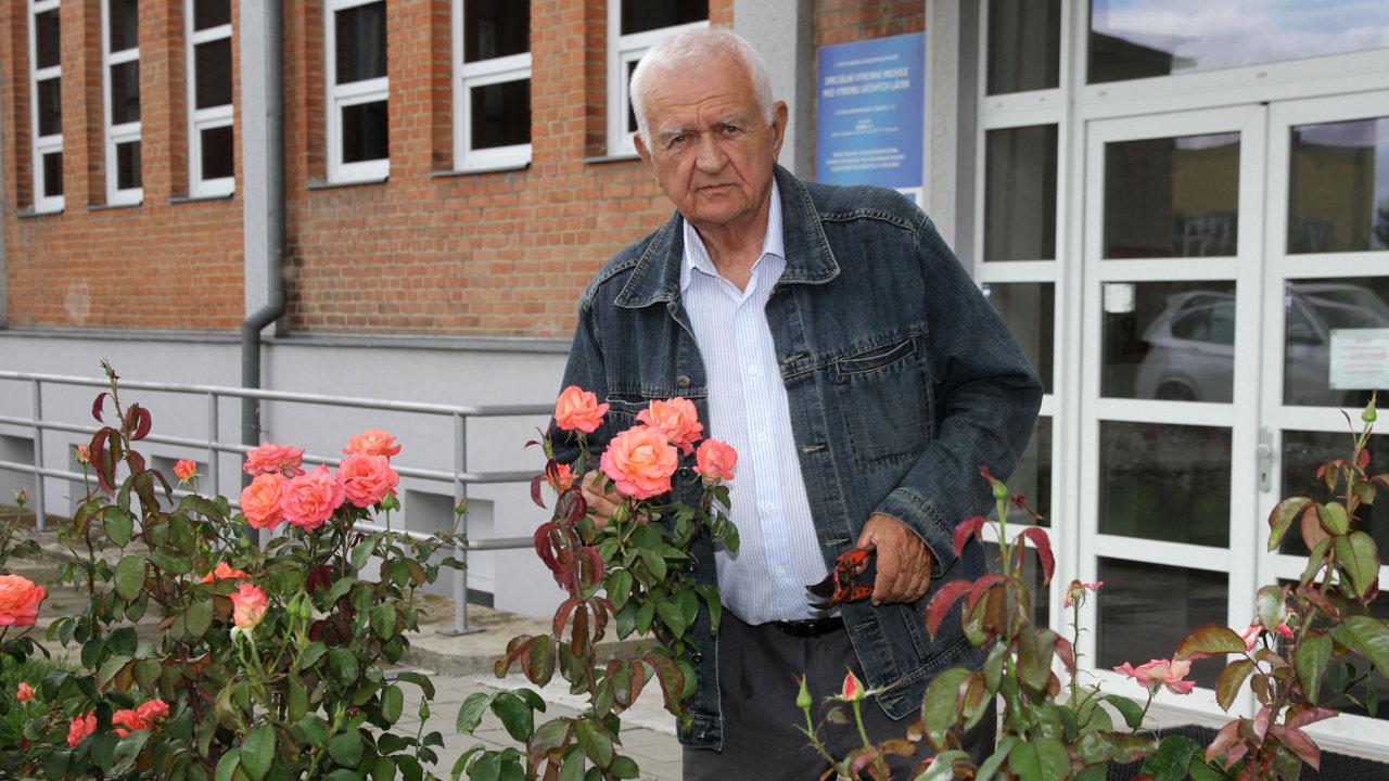 Předseda představenstva podniku Farmak v Olomouci Jiří Žák