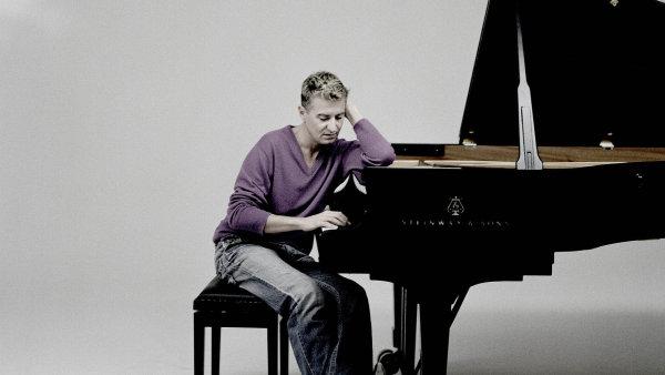 Klavírista Jean-Yves Thibaudet slibuje, že Gustav Mahler Jugendorchester bude hrát na Dvořákově Praze sdvousetprocentním nasazením.