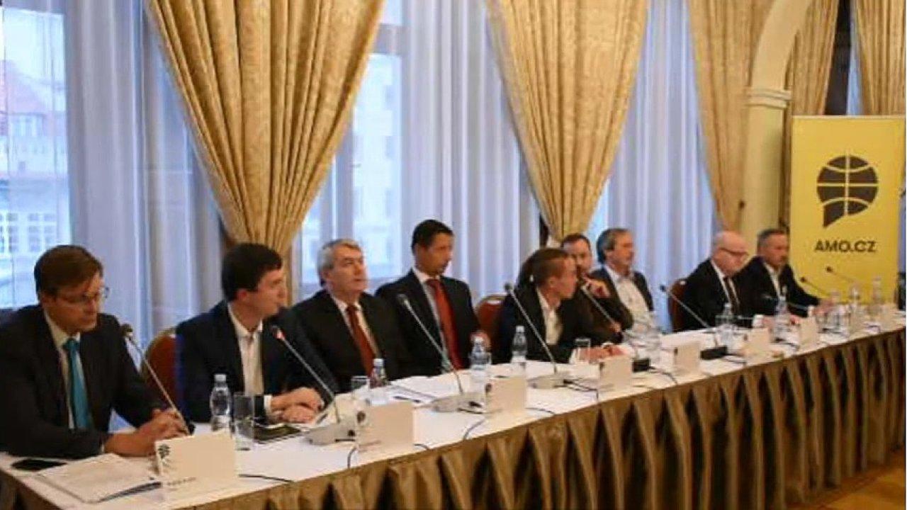 Předvolební debata o zahraniční politice Česka.