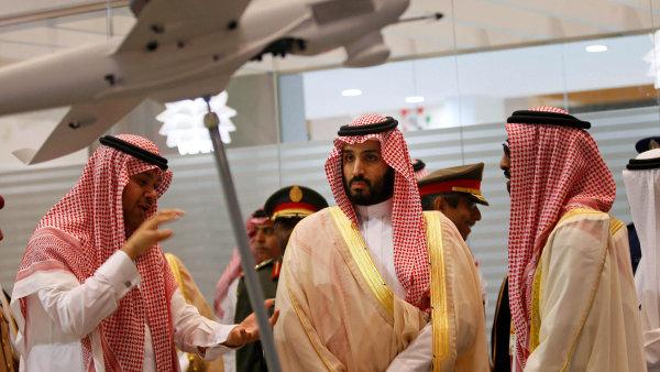 """""""Nikdo, kdo se namočil do korupčních praktik, nezůstane nepotrestán. Ať je to princ, nebo ministr,"""" varuje saúdskoarabský korunní princ Mohamed bin Salmán (uprostřed)."""