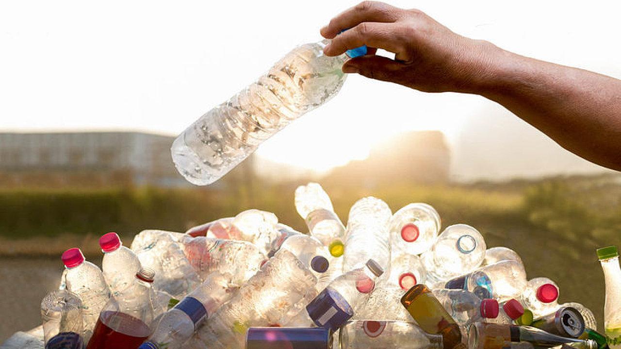 EU navrhuje zavedení systémů samostatného sběru plastových lahví v členských zemích.