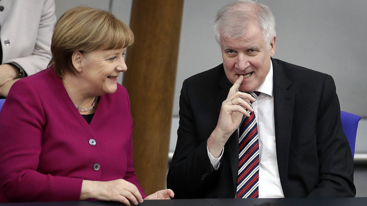 Německá kancléřka Angela Merkelová a německý ministr vnitra Horst Seehofer.