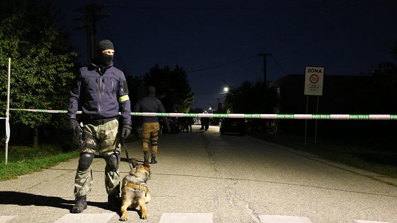Speciální policejní jednotka NAKA zasahovala ve čtyři hodiny ráno ve vesnici Kolárovo a okolí na jihu Slovenska, zhruba 25 kilometrů od Komárna v Nitranském kraji.