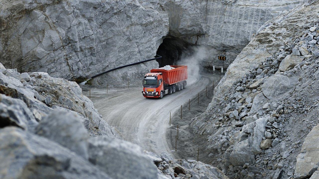 Těžební společnost bude za autonomní kamion platit podle hmotnosti přepraveného nákladu.