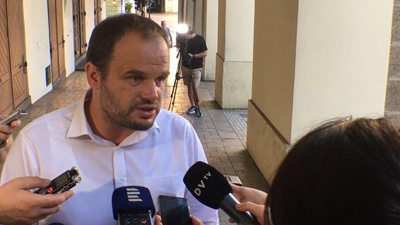 Nedává smysl, aby prezident Zeman usmiřoval Hamáčka se Staňkem, říká Šmarda.