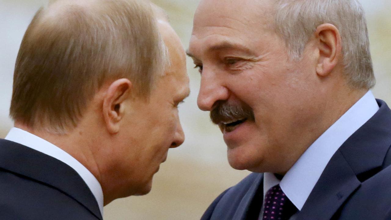 Konec parťáků: Vladimir Putin aAlexandr Lukašenko se rozešli vpředstavě toho, jak by měl vypadat společný stát.